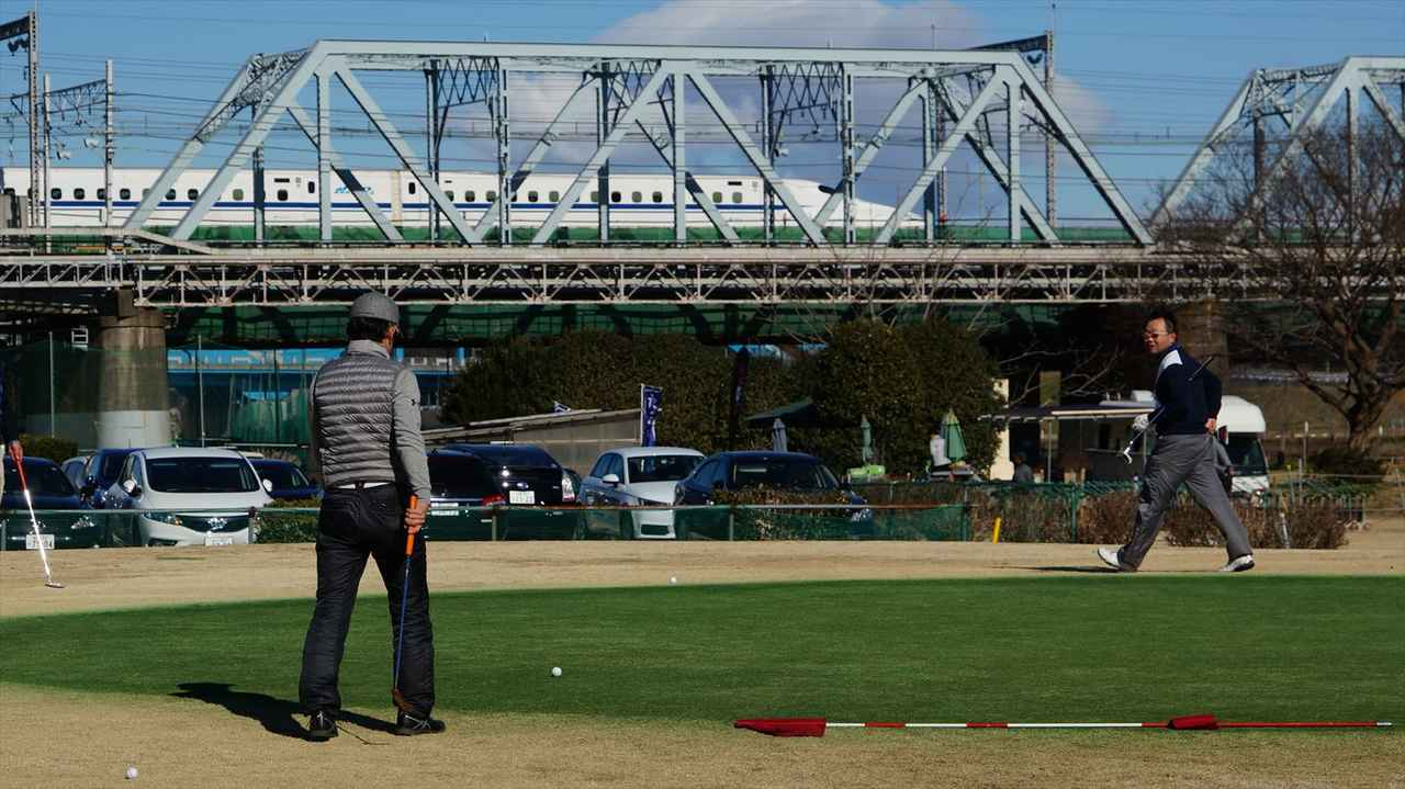 画像: 多摩川の河川敷にある「多摩川ゴルフ俱楽部」