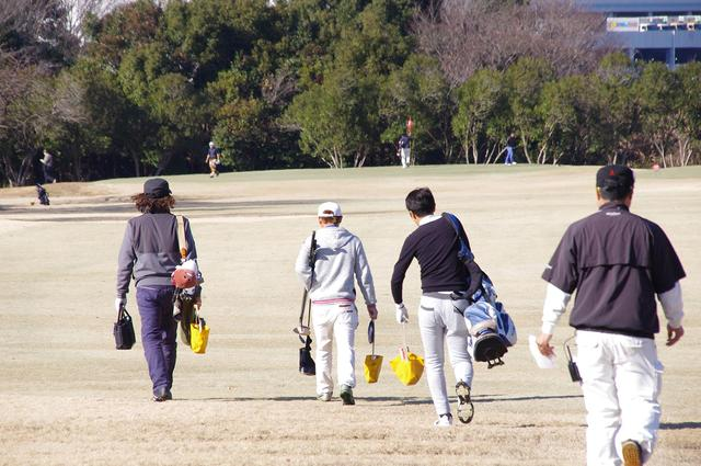 画像: 「MMT9」では、プロもアマもクラブを担いでプレーする
