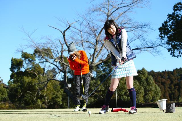 画像: 【ルールQ】同伴者のくしゃみにびっくり。止めようとしたクラブがボールに当たった! - みんなのゴルフダイジェスト