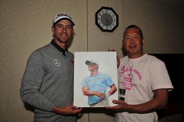 画像: 月刊ゴルフダイジェスト2014年10月号の表紙を飾ったアダム・スコット。その画に感激したアダムから「原画が欲しい」と編集部に連絡が入り、尾中氏から手渡された(※写真は2014年)
