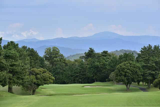 画像: コースから眺める山々は美しい