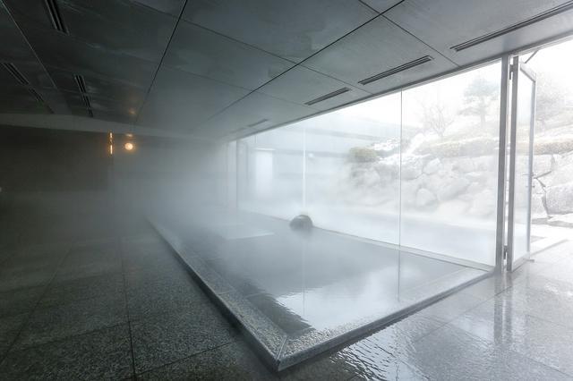 画像: 地下1500メートルから湧き出る温泉は湯あたりがやさしく、お肌がツルツルになるんだとか