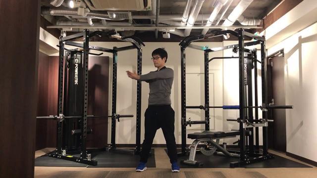 画像: 【簡単ゴルフストレッチ】ねん転で飛ばす!腹斜筋を伸ばすストレッチ www.youtube.com