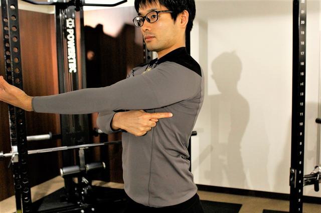 画像2: 両手のひらを重ねて体を回すだけ