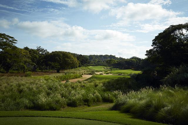 画像: 大自然の中でするゴルフは楽しさ満点だ