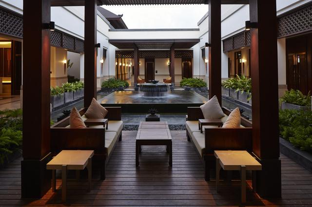画像: 高級ホテルに引けを取らないクラブハウス(内部)