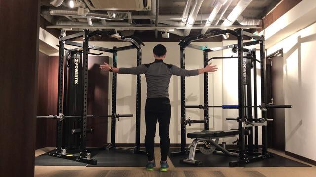 画像: 【簡単ゴルフストレッチ】肩の可動域が劇的に広がるストレッチ www.youtube.com
