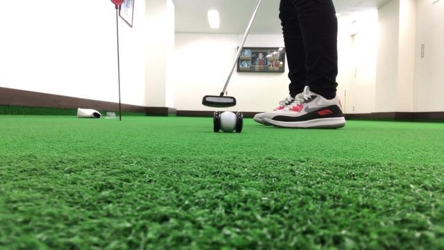 """画像: スクエアパットの練習器具""""パッティングボール"""" www.youtube.com"""