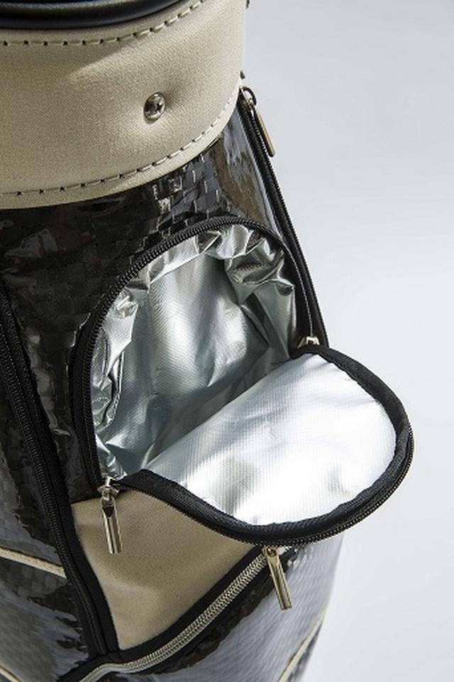 画像: 前ポケットは保温性があり温かい飲み物を入れるのに最適