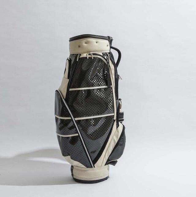 画像: 白と黒のカラーはもはや芸術品の粋である。バッグの重さは4.4キロと軽い