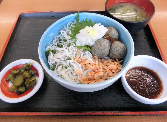 画像: 霞ケ浦産の魚介をふんだんに使った「霞ケ浦の恵丼 900円」