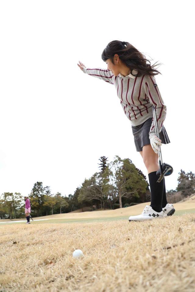 画像: 【ルールQ】バンカー内で誤球をしたら、ペナルティ? - みんなのゴルフダイジェスト