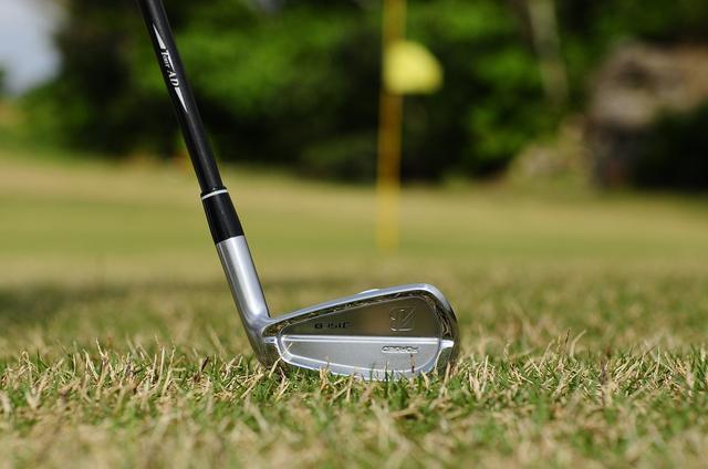 画像: 10ヤードをピタリと寄せる。決め手はヒール「浮かせ打ち」 - みんなのゴルフダイジェスト