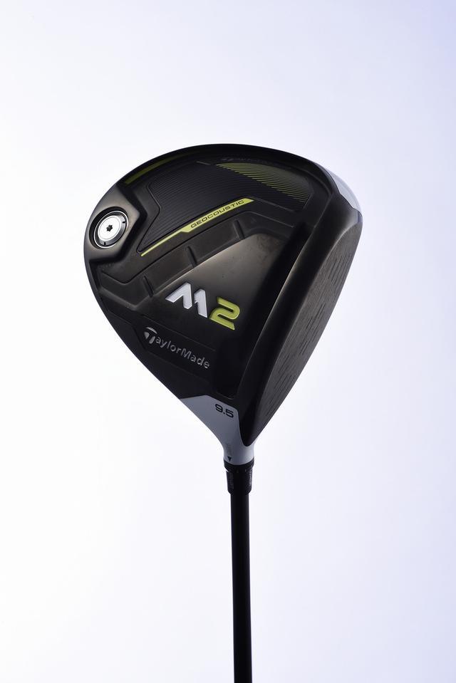 画像: 「M2」はソールのトウ側が凹んだ特徴的な形状。この形状で前モデルよりさらにやさしくなり、打球音と打感も好影響があるという