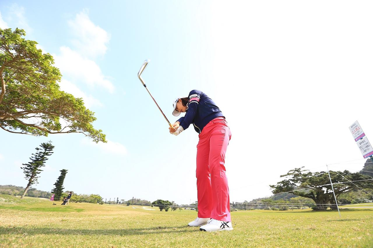 画像: ボールをつかまえる感覚はこれで覚える! 原江里菜に聞く「ハーフスウィングの底力」 - みんなのゴルフダイジェスト