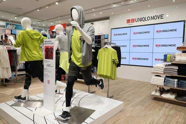 画像: 店内のマネキンは、ランニングしていたりストレッチしていたりしている。「動き」に合わせたカジュアルスタイルが表現されている
