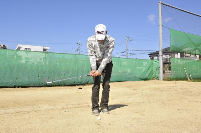 """画像: あなたのアプローチ""""間抜け""""になっていませんか? 振り子の動きで「間」を作ろう - みんなのゴルフダイジェスト"""