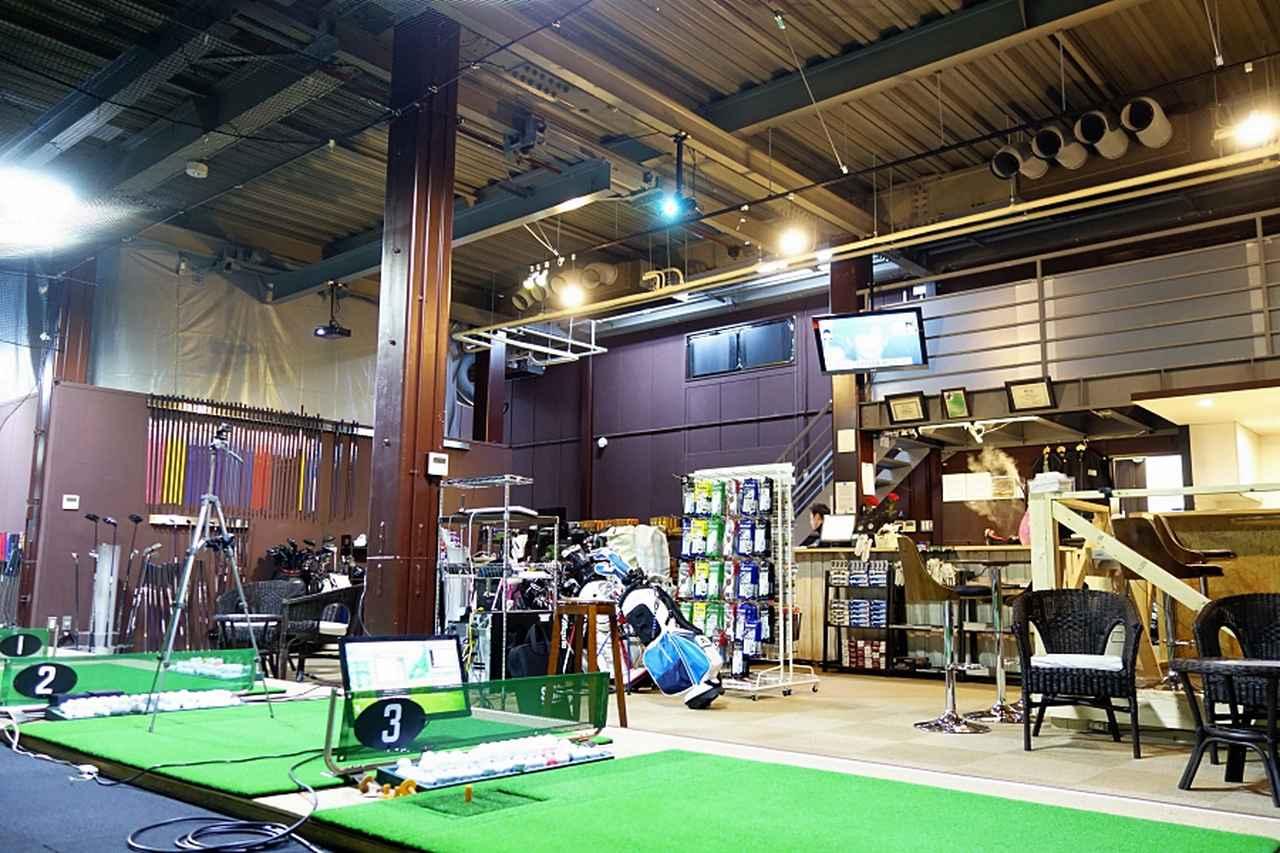 画像: 試打場所は東京・新小岩にある最新鋭の設備を誇るゴルフスタジオ「PGST」で実施。練習・レッスン・工房機能に至るまで、ゴルフに関わるすべてが実現できるスタジオだ