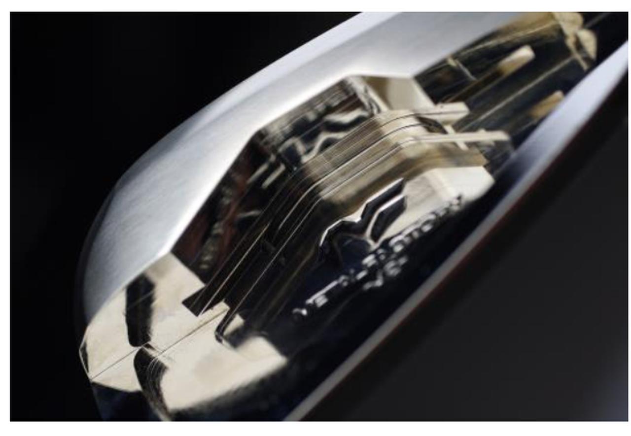 画像: キャビティの「内部」写真。3本のスリットによりアンダーカット化されている