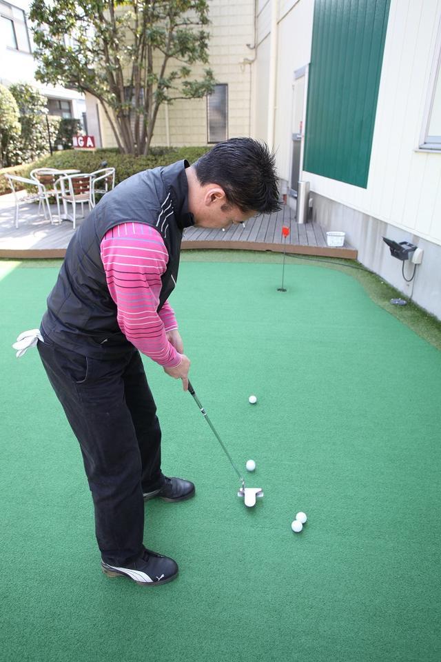 画像: 少し先にボールを置いて当てる練習。徐々に距離を長くしていくのもいいぞ