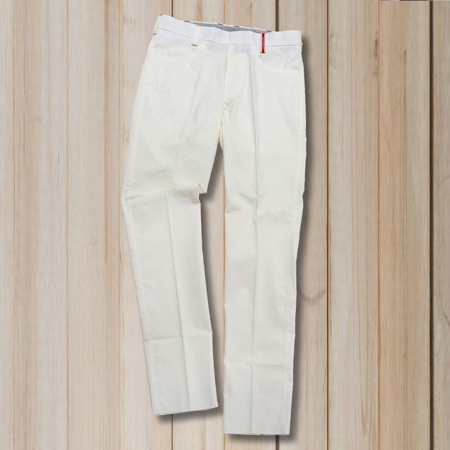 画像: 雨の日だって気にせず履けるハイテク加工! スッキリ足長「ホワイトパンツ」 - みんなのゴルフダイジェスト