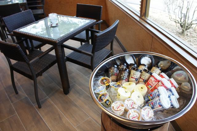 画像: 茶店でプリン食べ放題も嬉しい