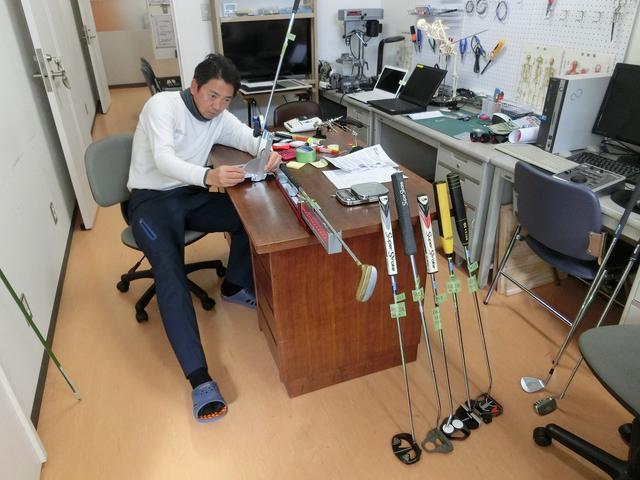 画像: 日本獣医生命科学大学の濱部教授。動作解析の専門家であり、パッティングの転がりを研究テーマのひとつとしている