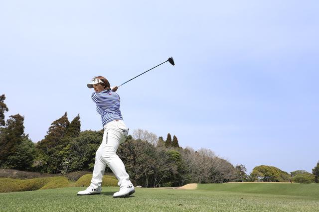 画像: 腰引けスウィングになってない? 踏み込みましょう「左足」! - みんなのゴルフダイジェスト