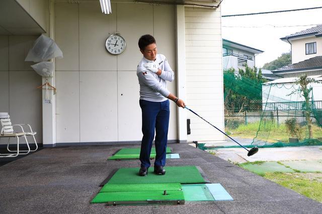 画像: 右手のひらでフェース面を支配!「 日本一曲げない男」の秘密のドリル - みんなのゴルフダイジェスト