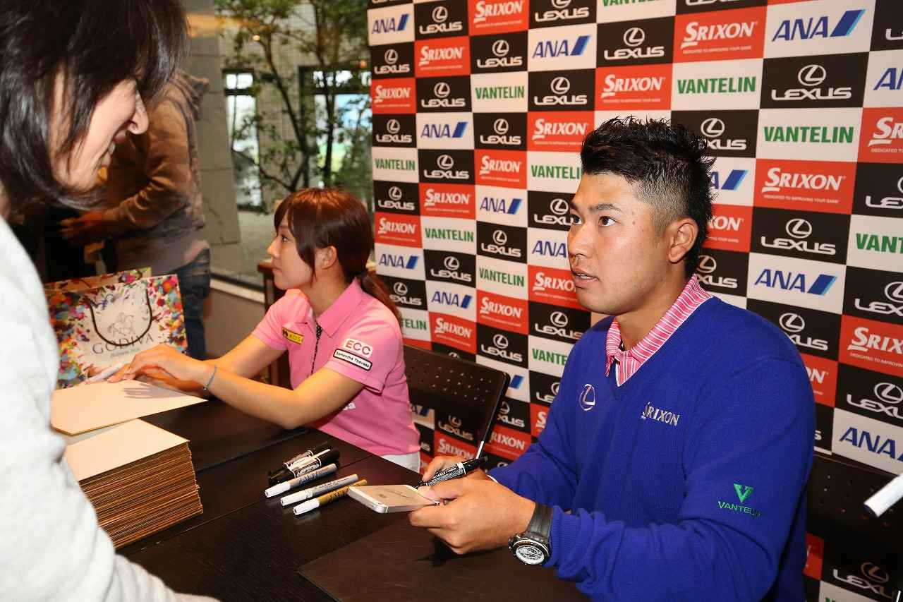 画像: 松山も神奈川県の藤沢ジャンボゴルフで香妻とチャリティサイン会