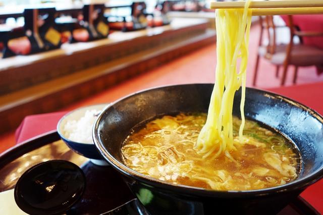 画像: スープも麺も、透明感があって美しい