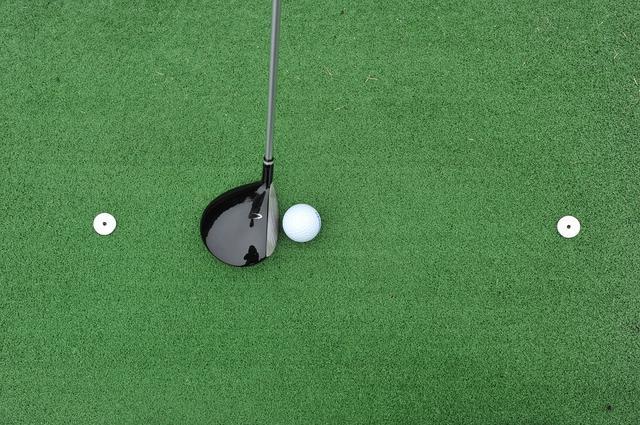 画像: ヘッドが触れない位置に目印を置いてその上を通すように振る