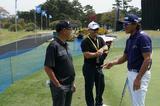 画像: 谷口徹(左)と塚田好宣(右)。真ん中は塚田が契約するピンのツアー担当、ウィル・ヤナギサワさん