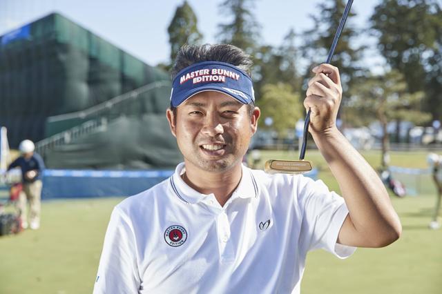 画像: 特注! 池田勇太にゴールドパター&ゴールドウェッジ進呈 - みんなのゴルフダイジェスト