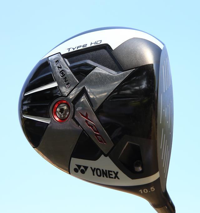 画像: カーボンとの複合ヘッドで独特の打感がある。インパクトでエネルギーをボールに効率よく伝えることができるドライバー「ヨネックス Eゾーン XPG タイプHD」