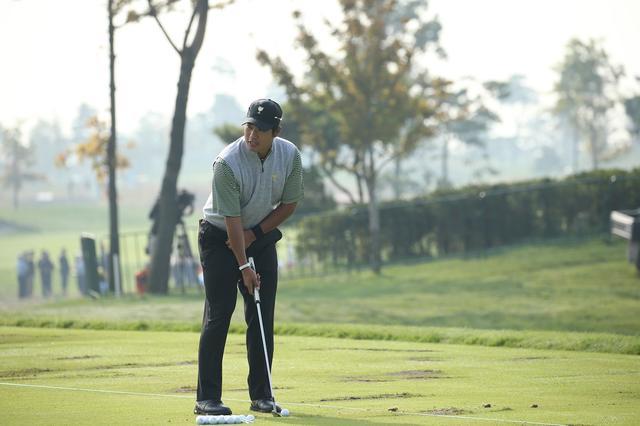 """画像: 上手くなる練習法の""""結論""""なのか? 松山、遼、片山……みーんなやってる「片手打ち」 - みんなのゴルフダイジェスト"""