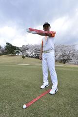 """画像: 7Iなら腕の長さが""""ボール位置""""。打つ前に「前へならえ」がいいみたい! - みんなのゴルフダイジェスト"""