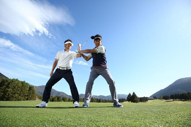 """画像: 「上半身はリラックス」が合言葉。芹澤流、飛ばしの""""切り返し"""" - みんなのゴルフダイジェスト"""