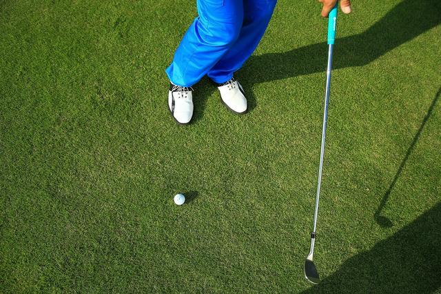 画像: 「インサイドからボールをとらえ、インパクト以降はヘッドを真っすぐ抜いていく感じ」