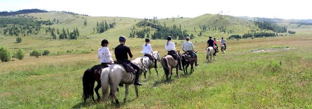 画像: 4日目にはモンゴルの広大な大地を闊歩するのもいいだろう