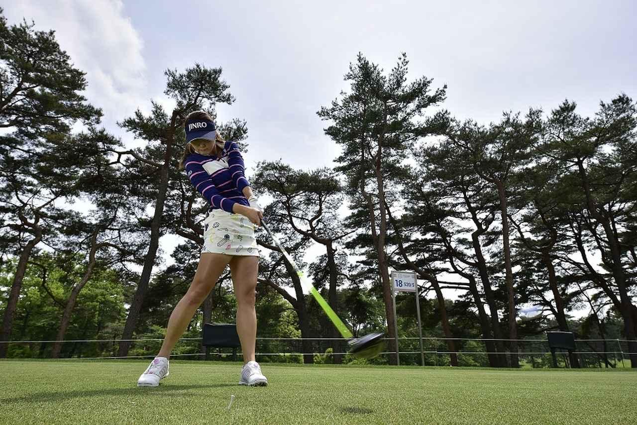 画像: 「手首をキープ!」が飛距離アップの合言葉。キム・ハヌルのドライバーレッスン - みんなのゴルフダイジェスト