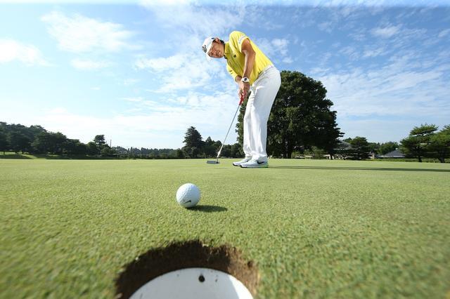 """画像: """"お地蔵さん""""になってない? 構えて「3秒」すぐ始動! パット安定の合言葉 - みんなのゴルフダイジェスト"""