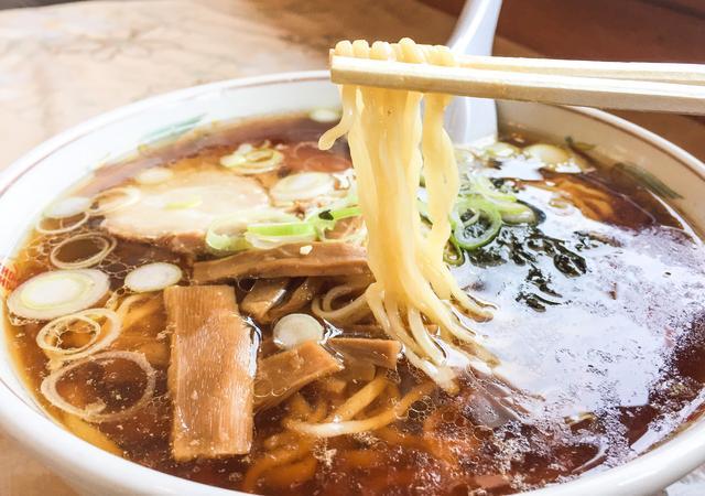 画像: 大ちゃん食堂のちぢれ麺は細い