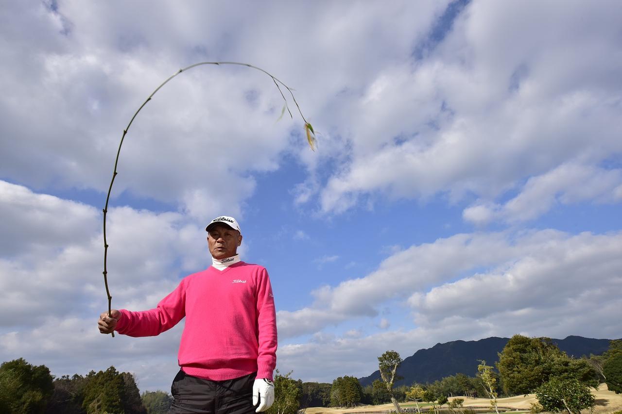 画像: 竹笹のようにシャフトをしならせて飛ばす