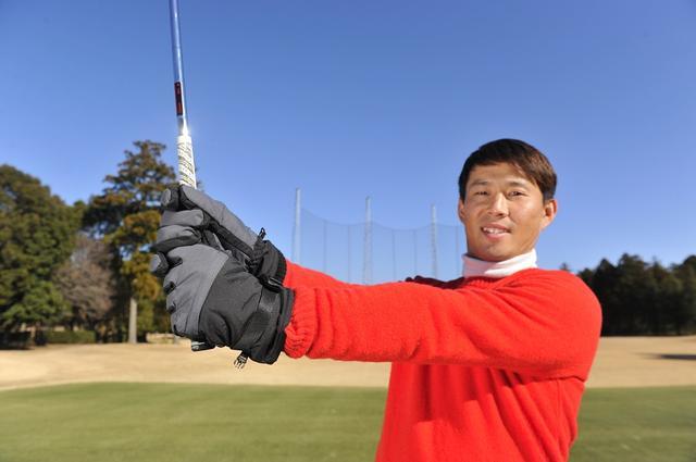 画像: 飛ばしのハンドファーストインパクトは「両手グローブ」で手に入れる! - みんなのゴルフダイジェスト