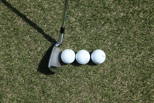 画像: ボール3個ぶん真っすぐ軌道