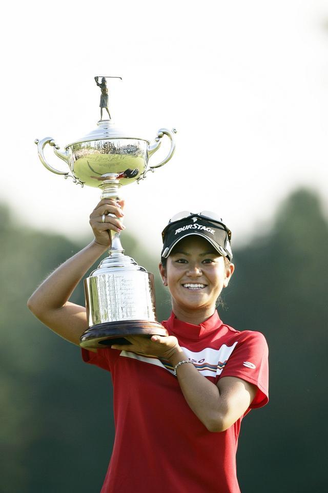 画像: 2005年、日本女子オープンで優勝。記録ずくめの勝利で、藍ちゃん旋風が列島を覆った