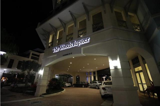 画像: タイガーのレストラン「ザ・ウッズ ジュピター」