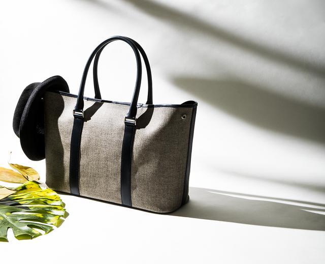 画像: 夏場は清涼感たっぷりなトートバッグで決まり!