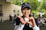 """画像: 「ミート率アップの練習です!」笹原優美に学ぶ""""雨の日ゴルフ""""の裏技 - みんなのゴルフダイジェスト"""